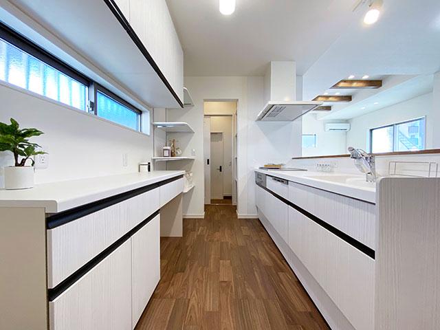 キッチン<br> 清潔感のあるホワイトを基調としたキッチン。