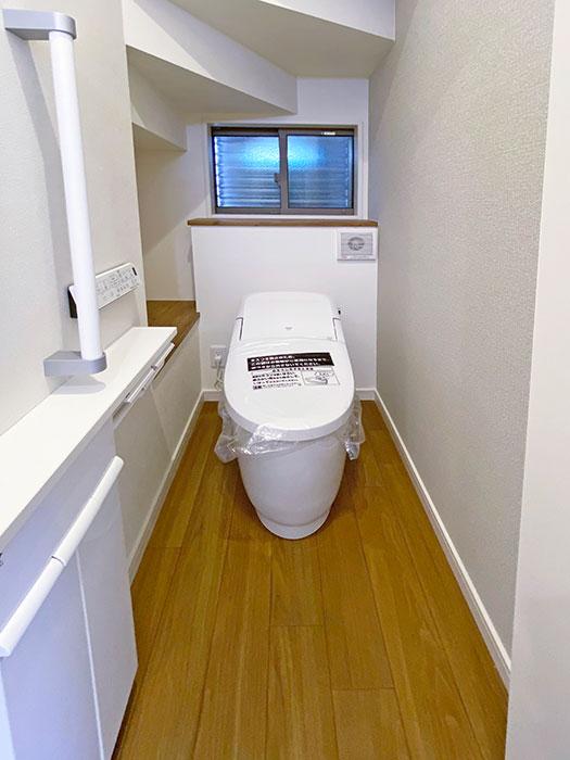 トイレ<br> 手すり付きで安心です♪