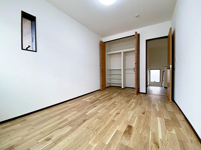 ベッドルーム<br> 6.8帖のひろびろベッドルーム。子供部屋にも最適です。