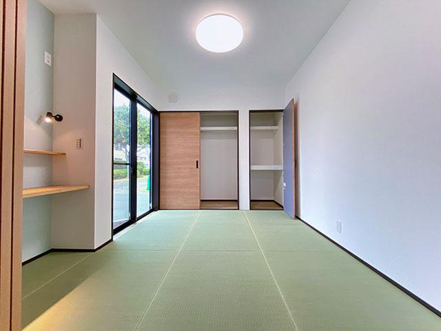 和室<br> 置き畳を使用した5.6帖の和室。洋室にもできます。