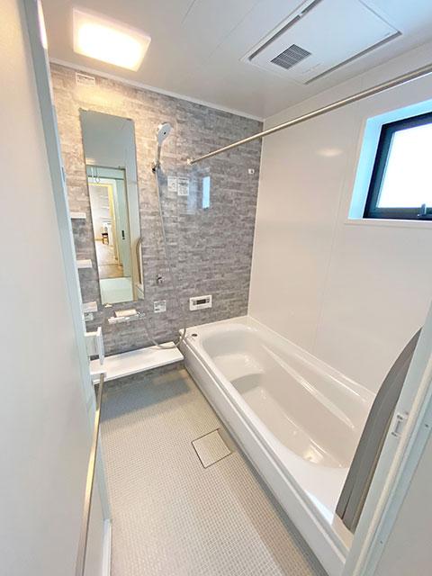 バスルーム<br> 汚れにくく清潔感があり、快適にバスタイムを過ごせます。