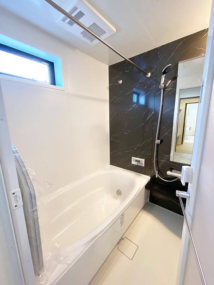 バスルーム<br> 落ち着いた印象のカラーがアクセントになった癒しのバスルームです。