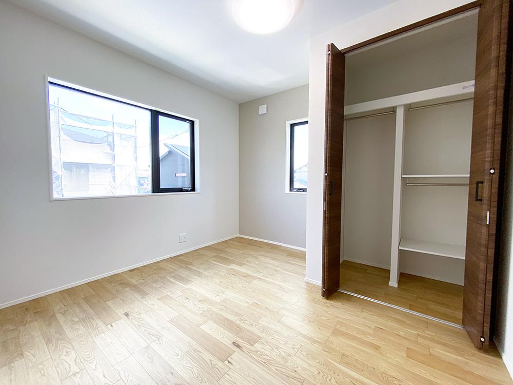 ベッドルーム<br> 各部屋に大容量のクローゼットを設置されています。